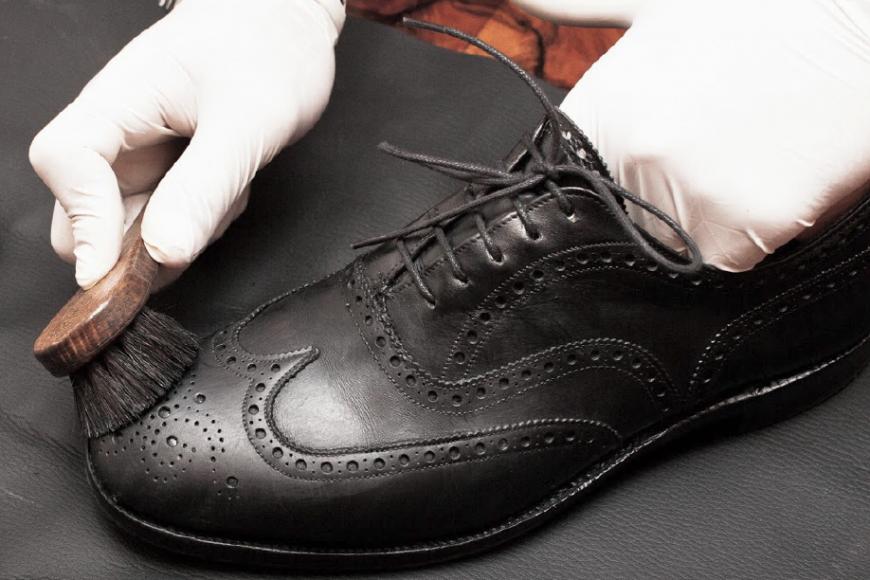 Как восстановить цвет кожаной обуви